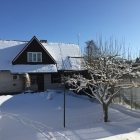Vaade puhkemajale lumine 3 aprill